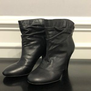 BCBG BLACK LEATHER BOOTIES Size 8.5M 👢